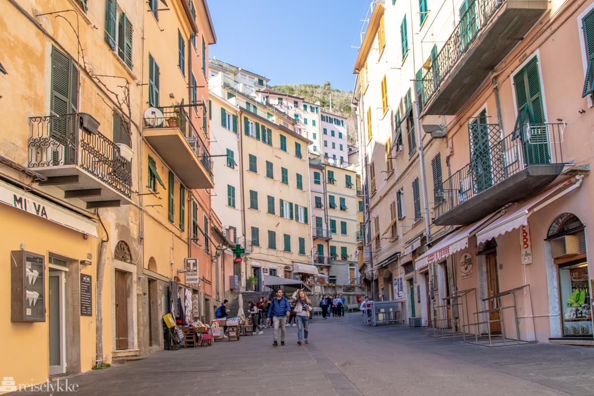 Hovedgaten Via Colombo i Riomaggiore, Cinque Terre