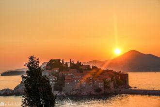 Topp 10 reisemål 2018_Sveti Stefan i solnedgang
