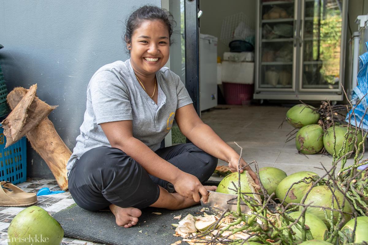Kokosnøtter forberedes