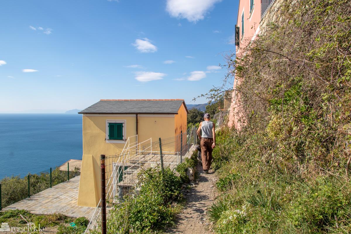 Turgåer med hund i Cinque Terre