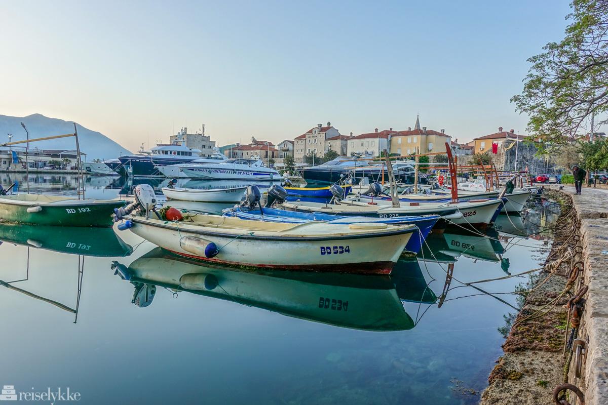 Morgenstemning ved havnen i Budva