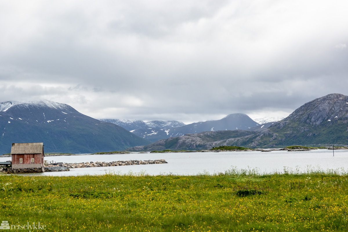 Rødt sjøhus ved Sommarøy