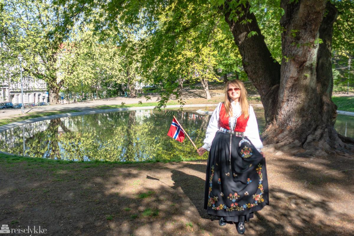 For å vise avsender av artikkelen og et glimt av 17. mai i Oslo