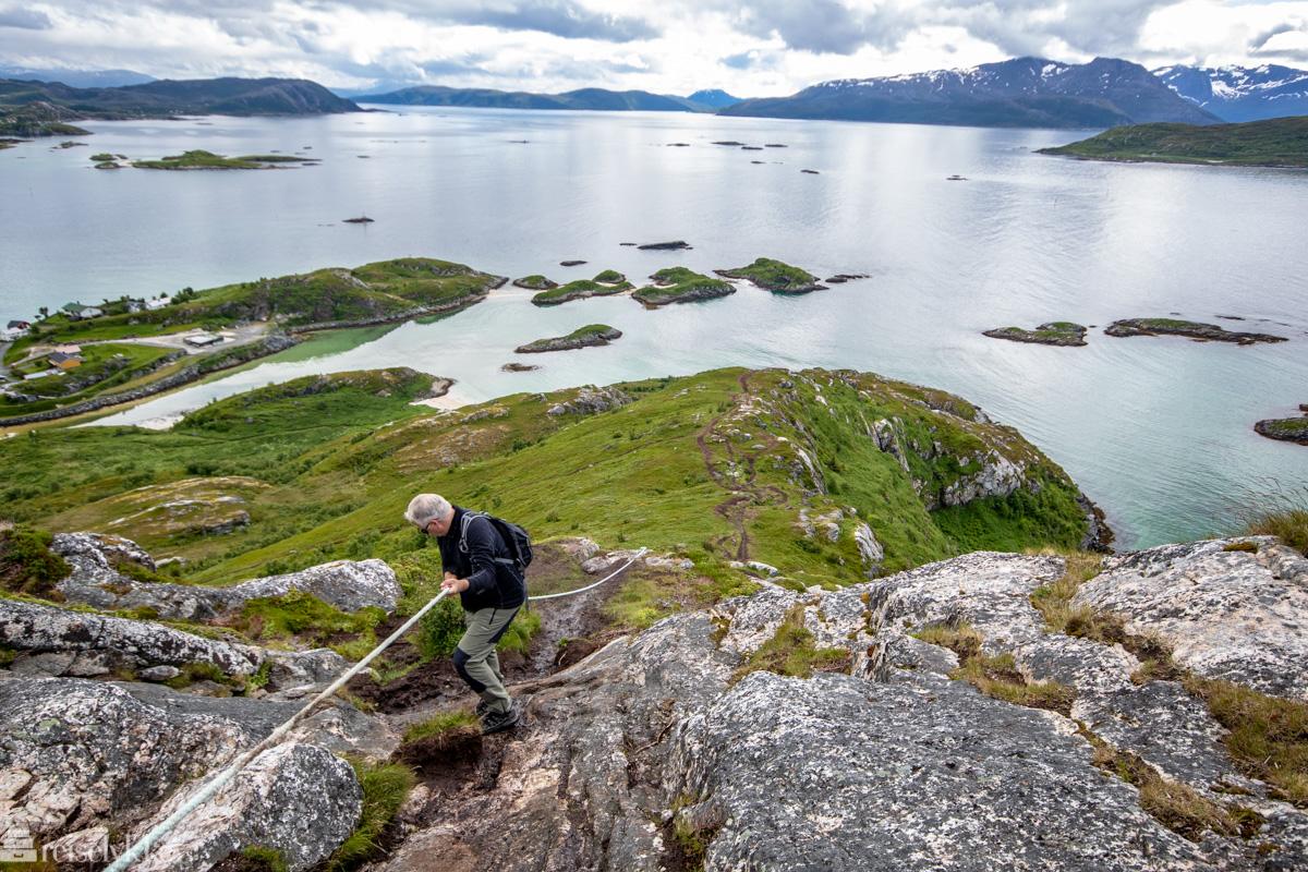 Bratt sti til Hillesøy fjell