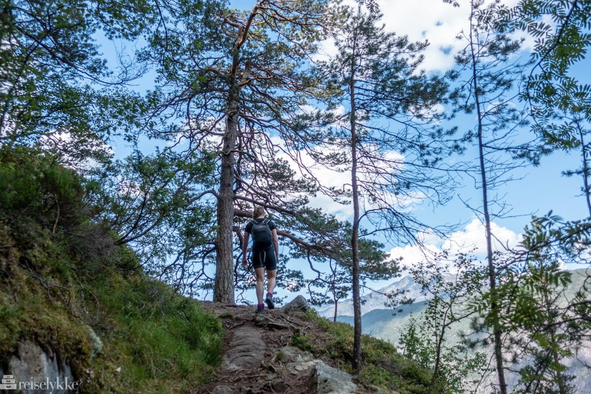 På vei opp langs Langfoss