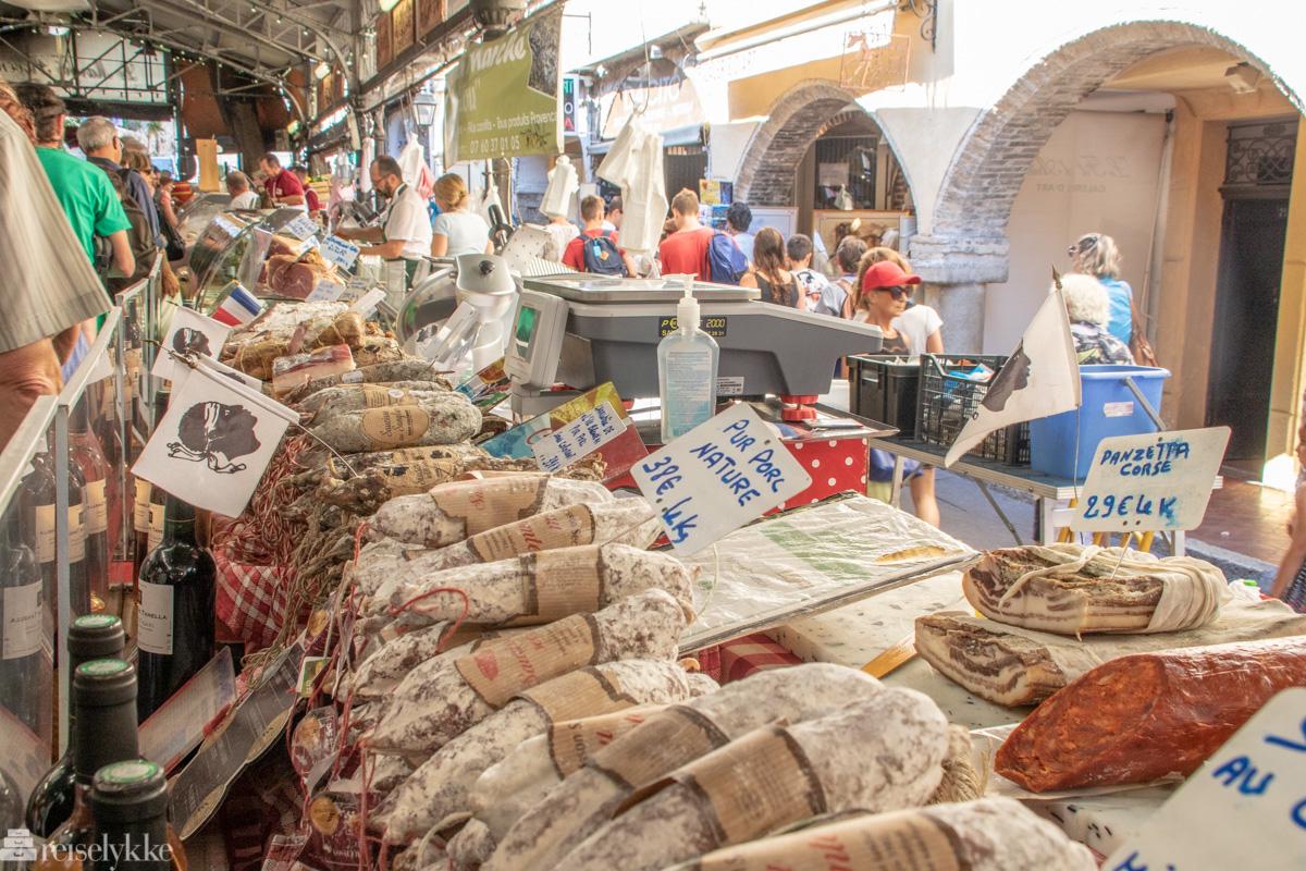 På matmarkedet Le Marche Provencal i Antibes