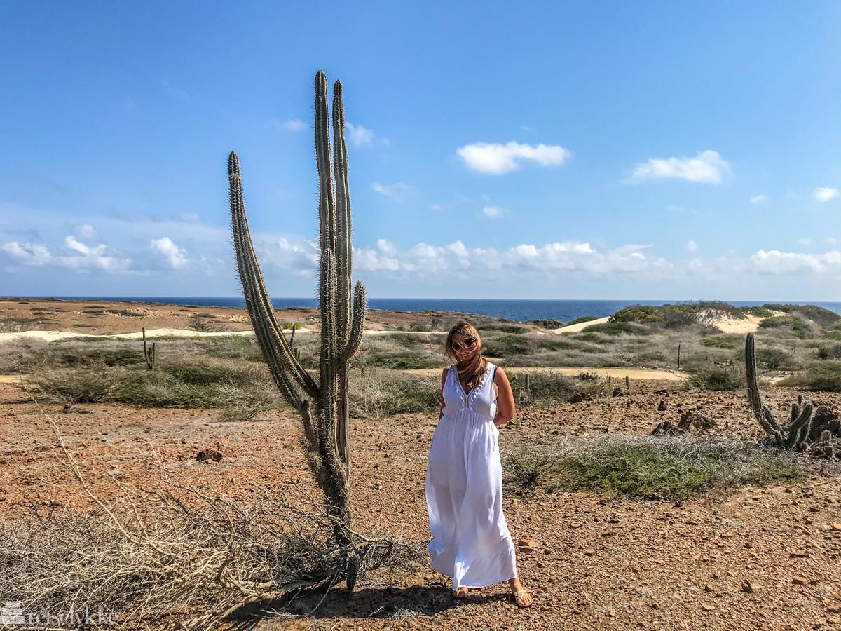Mette ved kaktus på Aruba