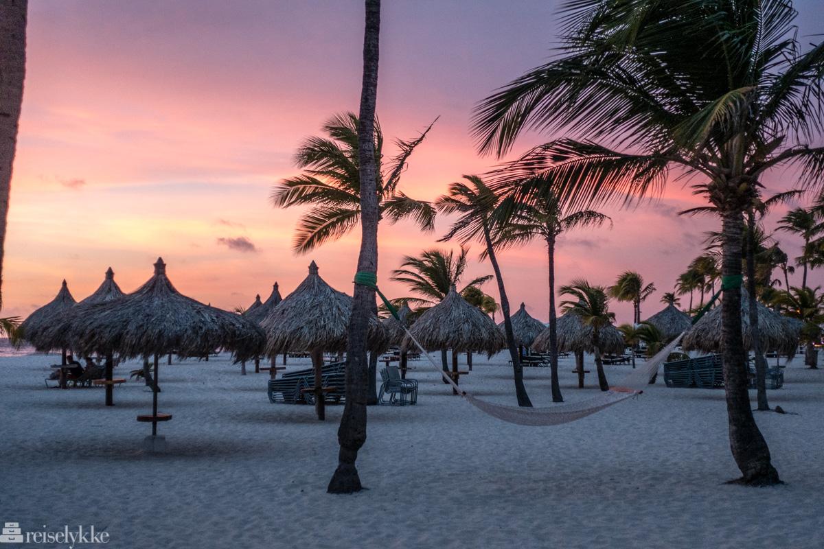 Solnedgang Manchebo Beach