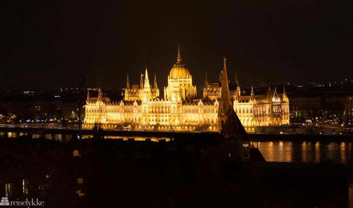 Det ungarske parlamentet by night