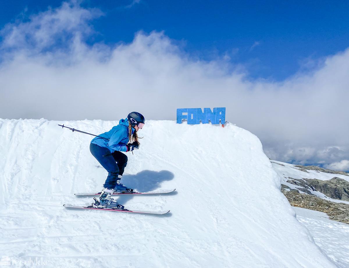 På ski om sommeren - på isbreen Folgefonna