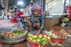 Fruktselger Russian market Phnom Penh Kambodsja