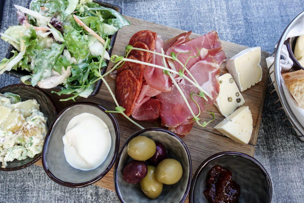Lokalmat på Brasserie Posten i Geiranger