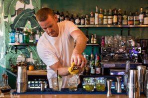 Bartender på Holiday. Matkultur og restauranttips Helsinki