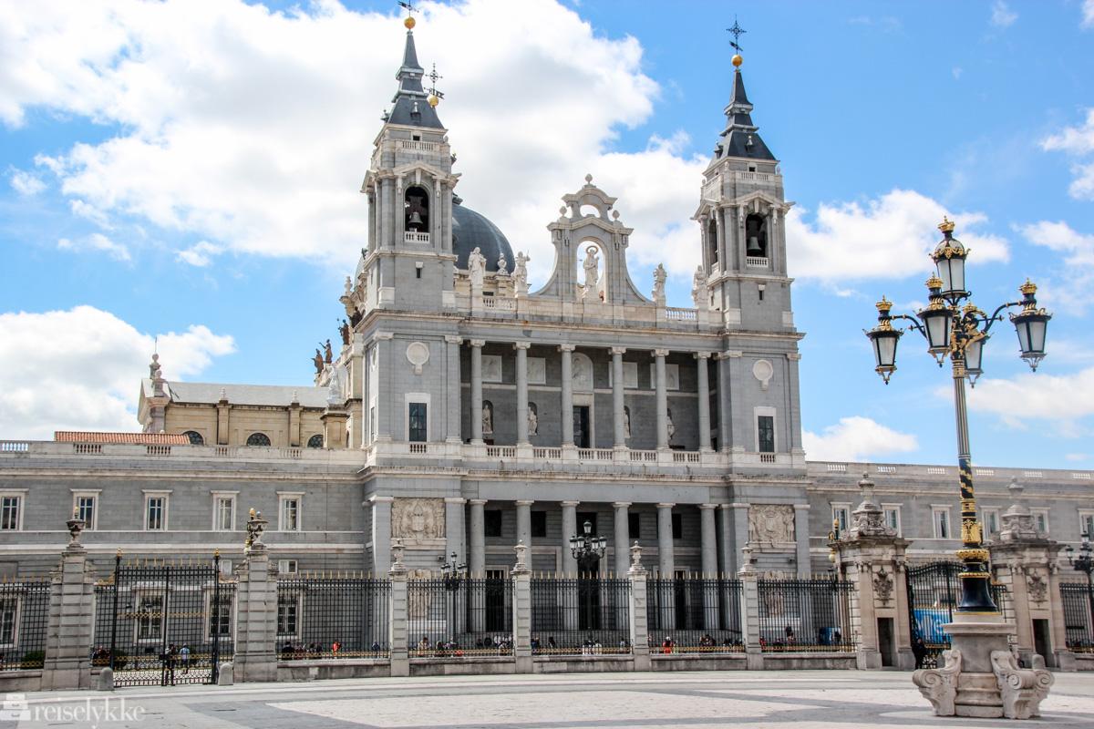 Almudena-katedralen i Madrid