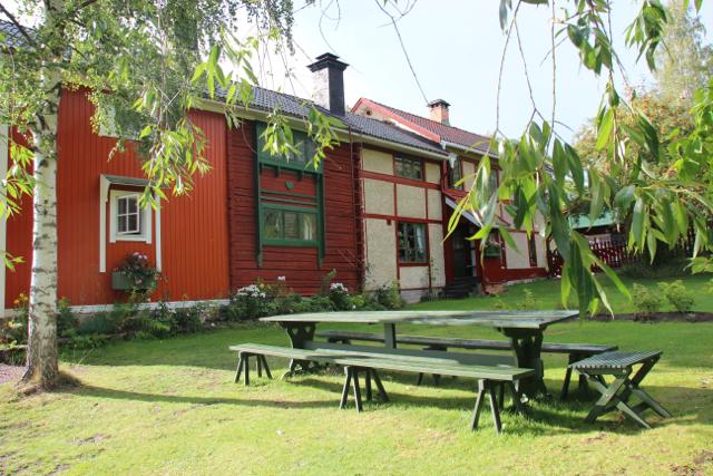 Tar du bilen fatt, når du Carl Larsson gården i nærheten av Falun. Fra Oslo tar det rundt sju timer.