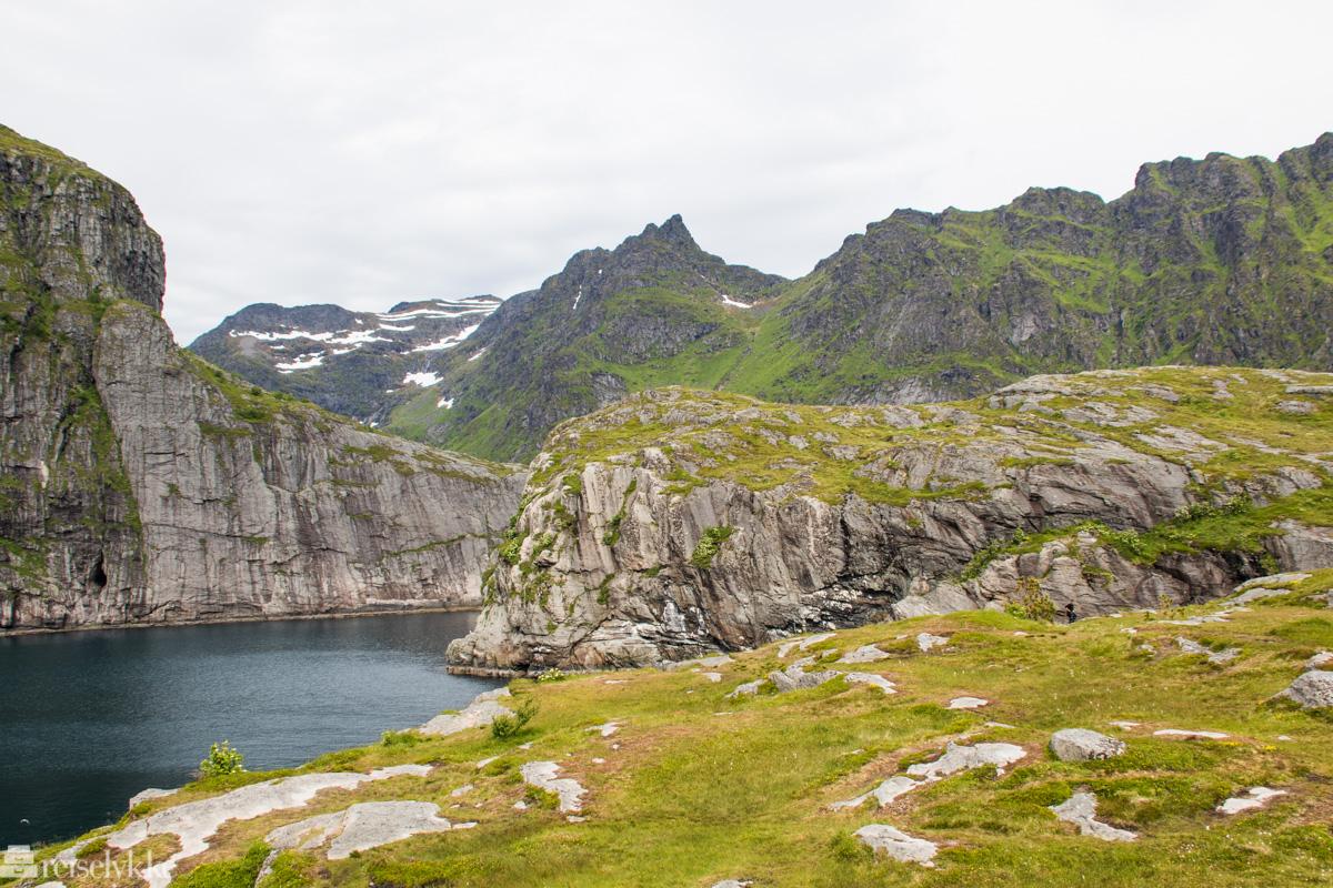 Dramatisk landskap ved Å i Lofoten