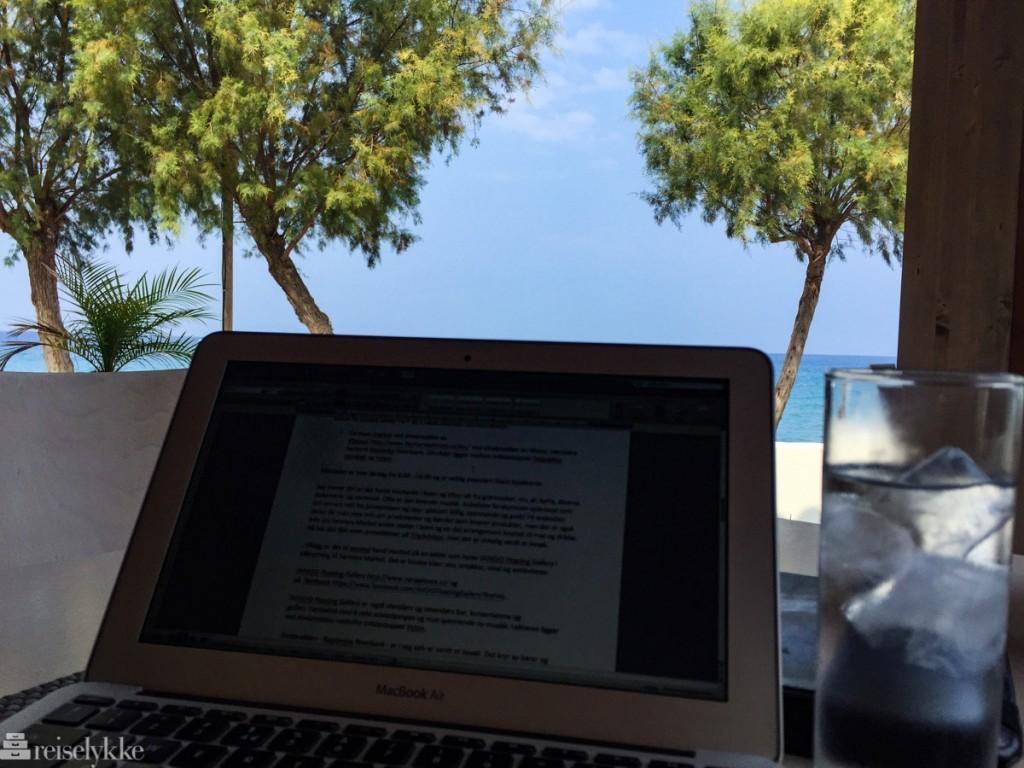 Reiselykke fyller 5 år: å jobbe på reise betyr å sitte mye med laptop'en i skyggen