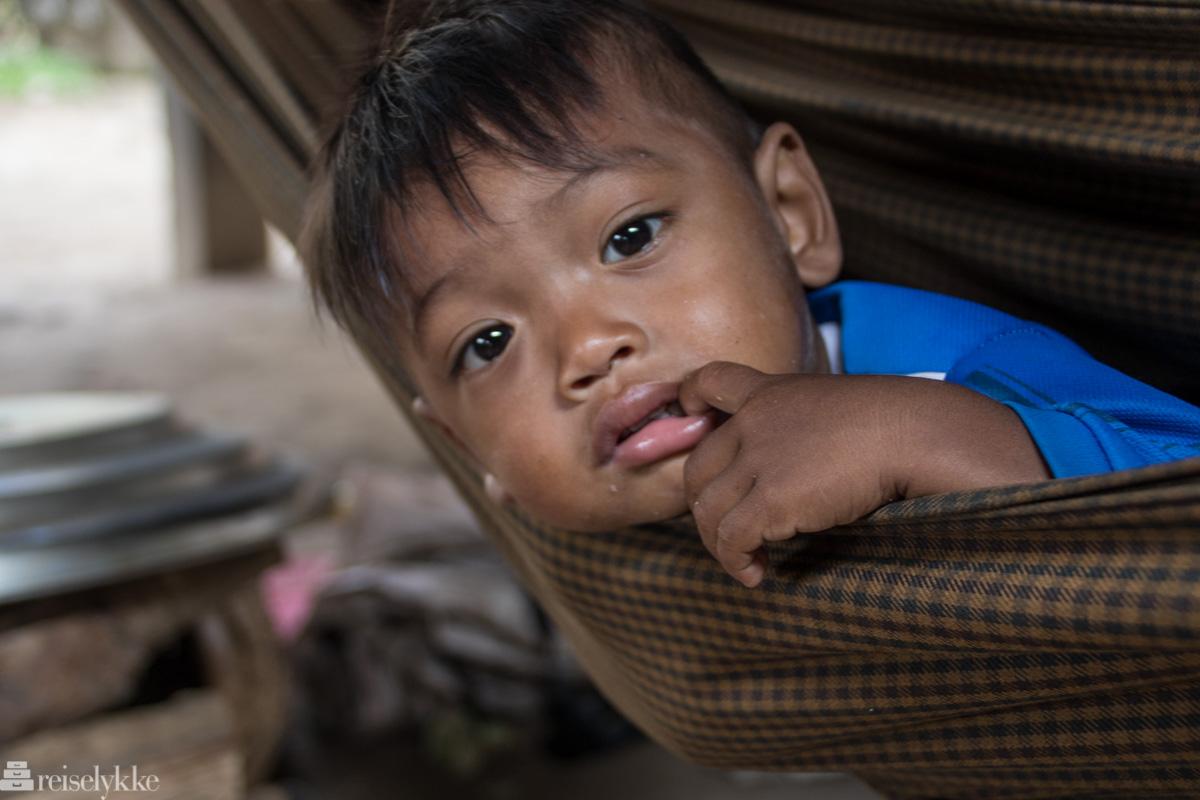 Gutt i hengekøye, Kampot