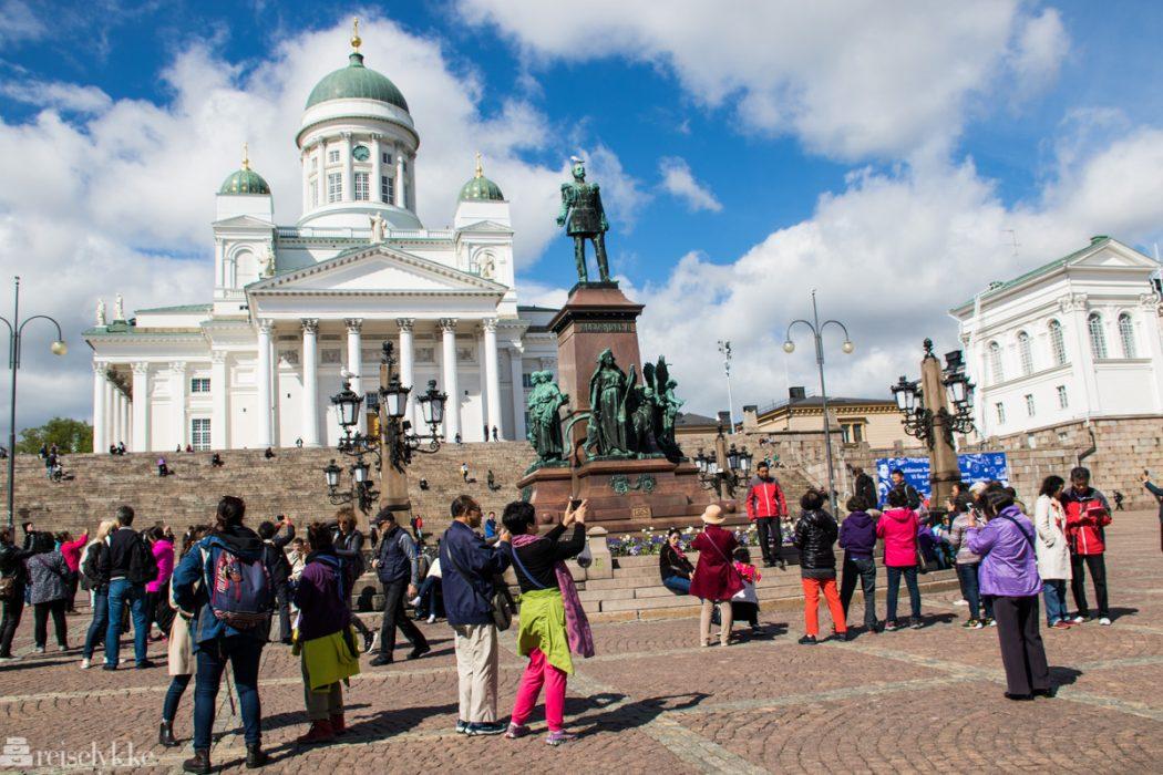 Turister ved Helsinki katedral