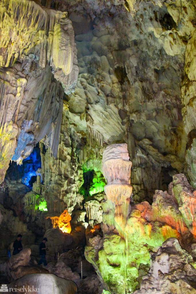 Vietnam: Grotte i Halong Bay