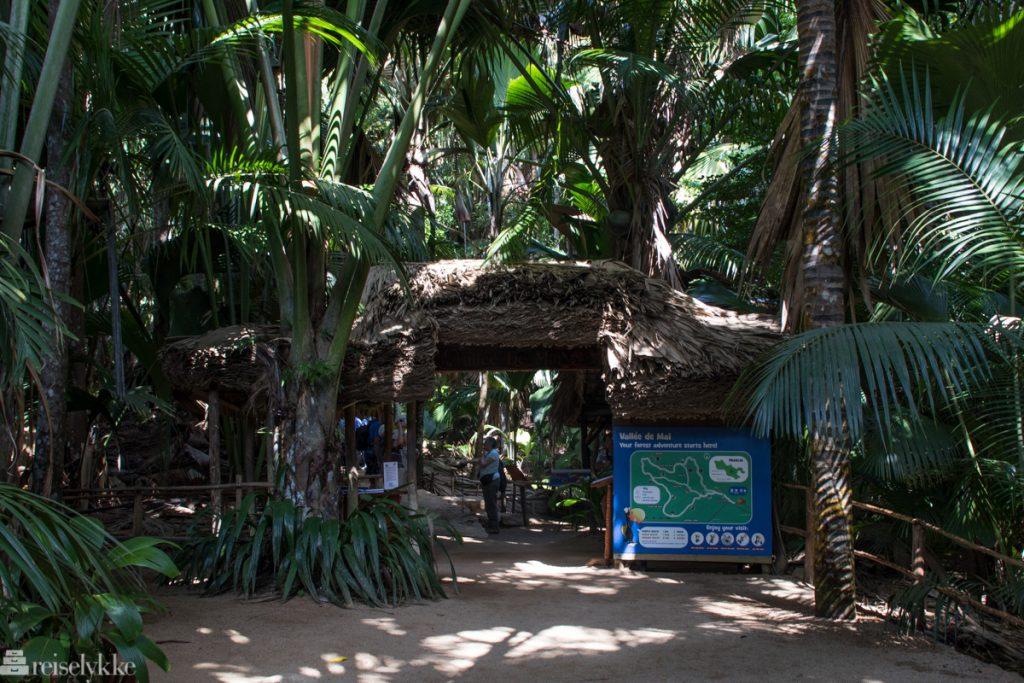 Inngang til nasjonalparken Vallée de Mai Praslin Syechellene