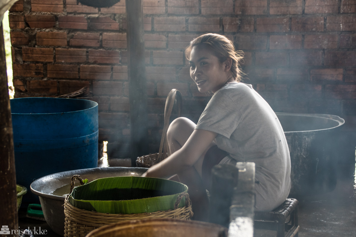 Jenta i røyken, Kampot, Kambodsja