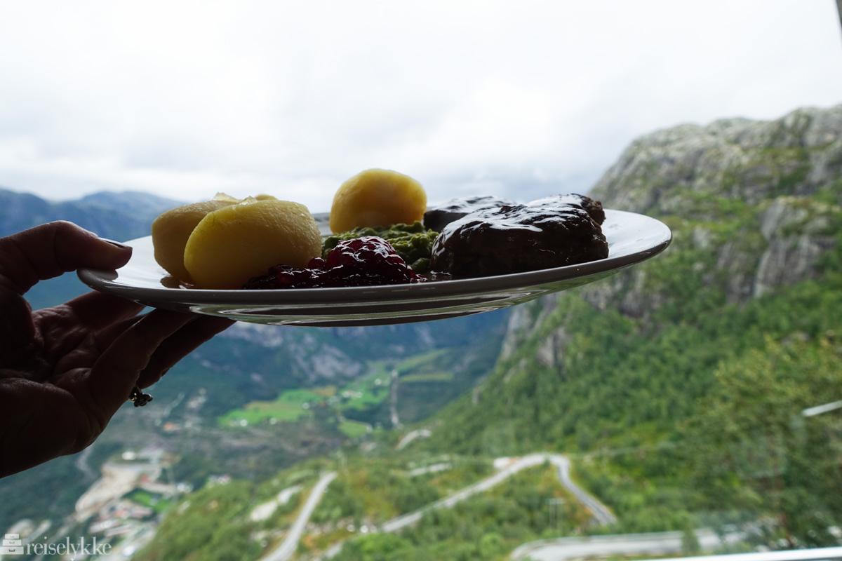 Kjøttkaker med utsikt fra Øygardstøl