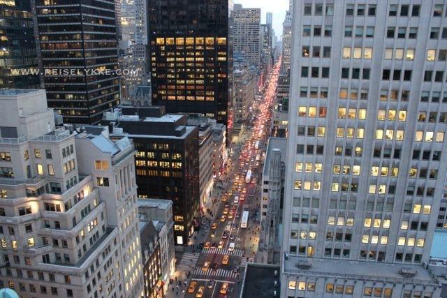 En strøm av lys nedover 5th Avenue Foto: Mette S. Fjeldheim