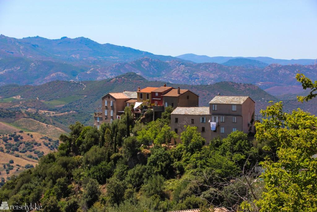 Oletta på Cap Corse: hus på fjelltopp