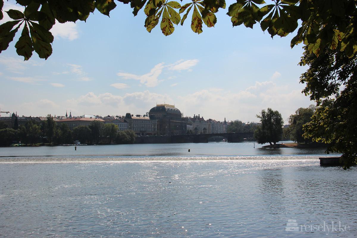 Praha ved elven
