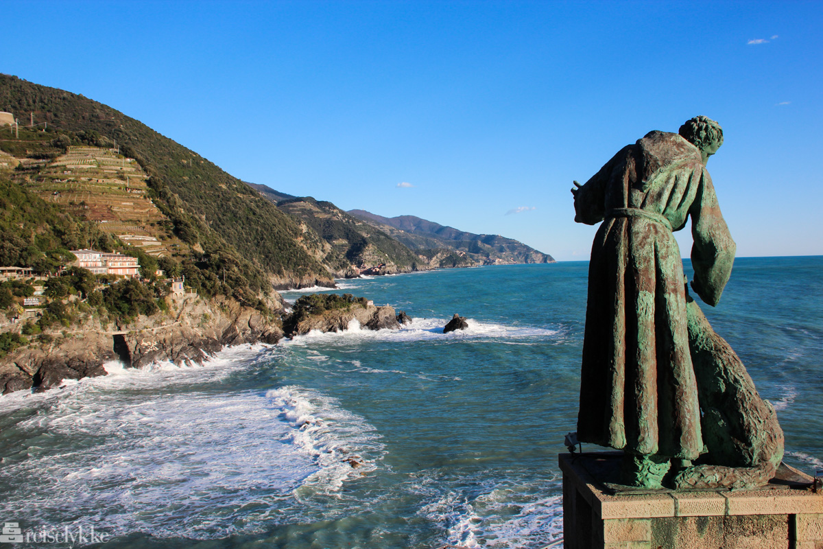 Reisetips til Cinque Terre: statuen San Francesco i Monterosso al Mare