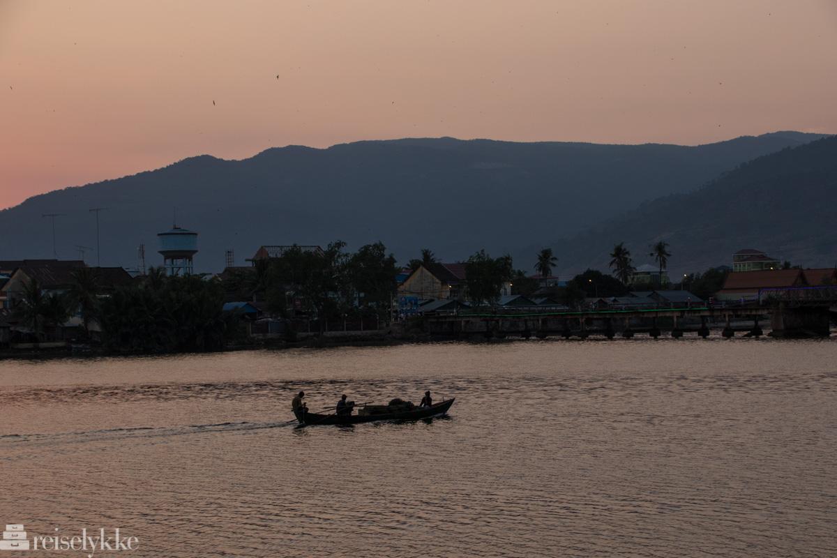 Solnedgang i Kampot ved elva