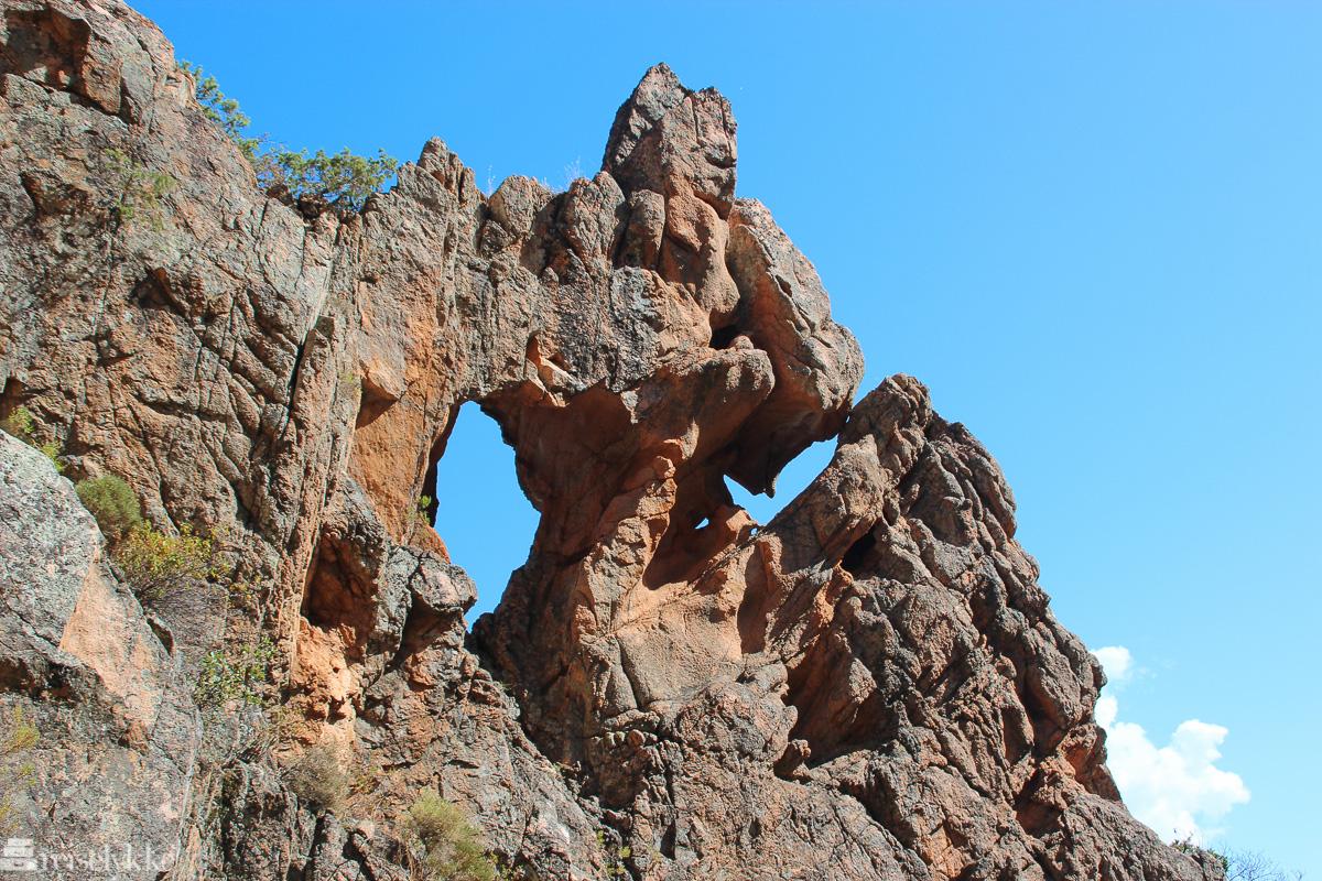 Steinformasjon ved Calanques de Piana på Korsika