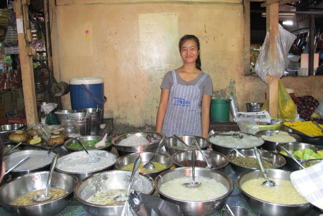 Street food på markedet i Phnom Penh Foto: Mette S. Fjeldheim
