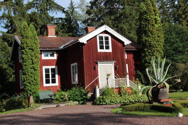 Dette er bergmannsgården på Stora hyttnäs. I dag omgjort til museum.