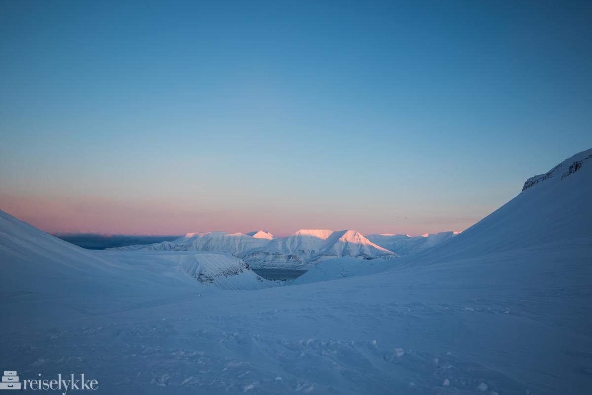 Svalbard_Første sol på fjelltoppene
