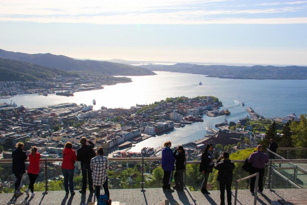 Turister på Fløyen i Bergen