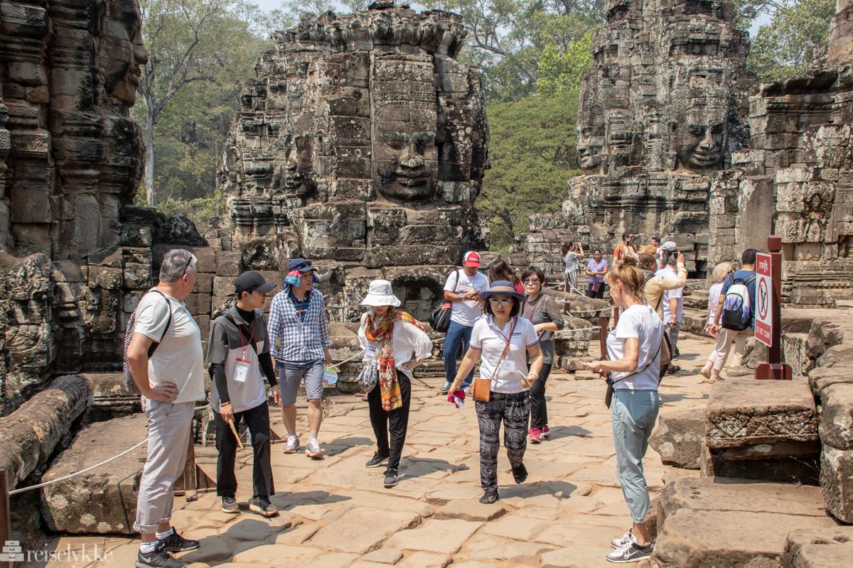 Turister ved Angkor Thom